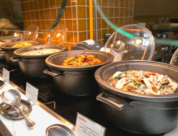 """มอบความสุข อันแสนพิเศษต้อนรับเทศกาลสงกรานต์ กับ """"บุฟเฟ่ต์นานาชาติ"""" อิ่มไม่อั้น  ณ ห้องอาหารเวนติซี โรงแรมเซ็นทาราแกรนด์ฯ เซ็นทรัลเวิลด์"""